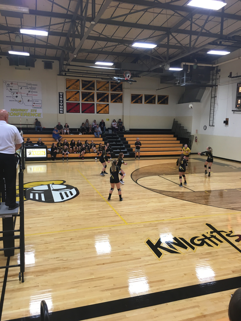 South Holt JV Volleyball on first action of the season tonight vs East Atchison. Good luck girls!