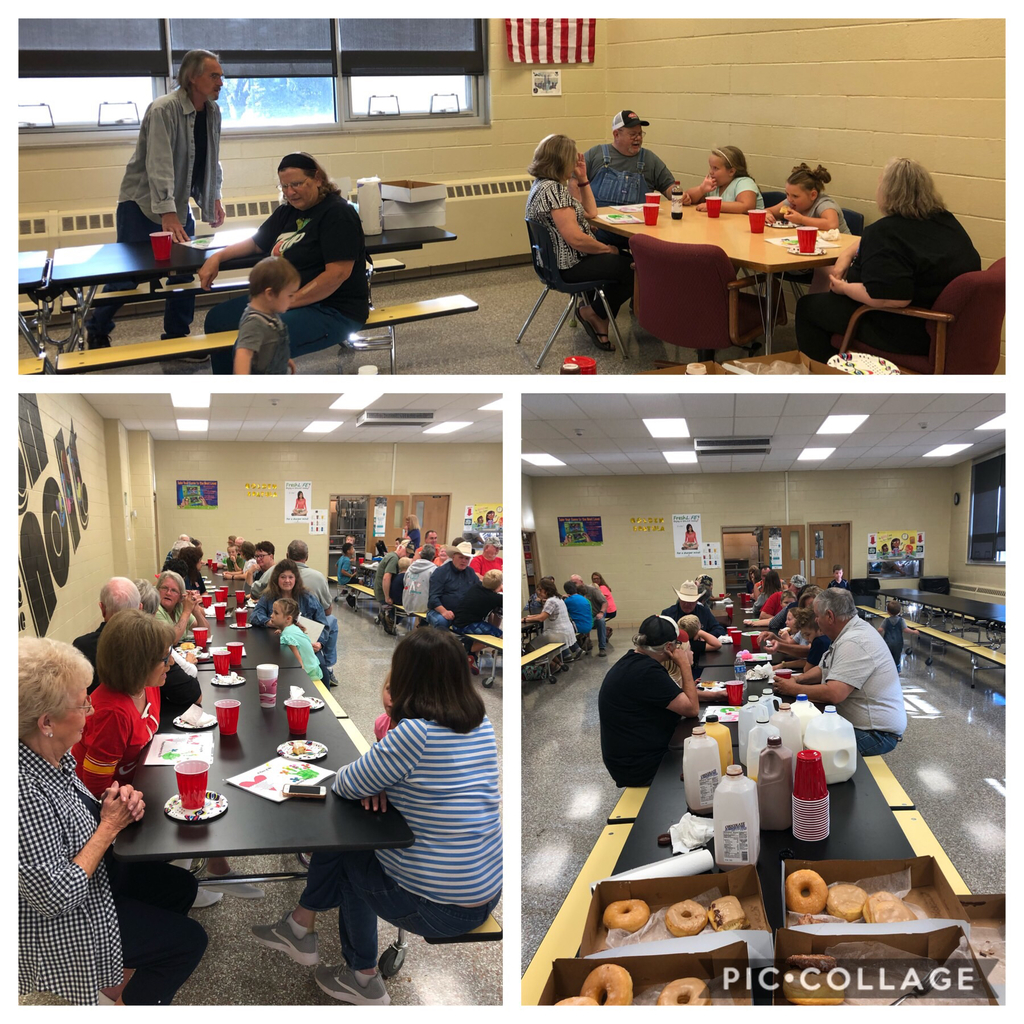 2nd graders enjoyed donuts with grandparents today! Happy (late) Grandparent's Day!!