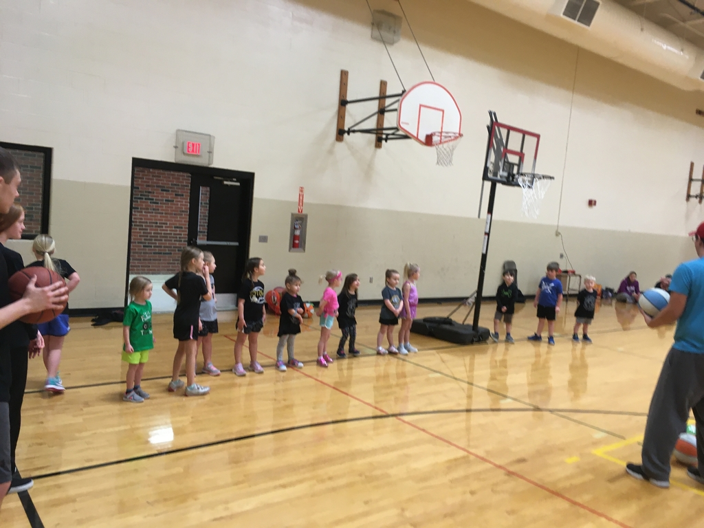 Preschool and Kindergarten basketball players.